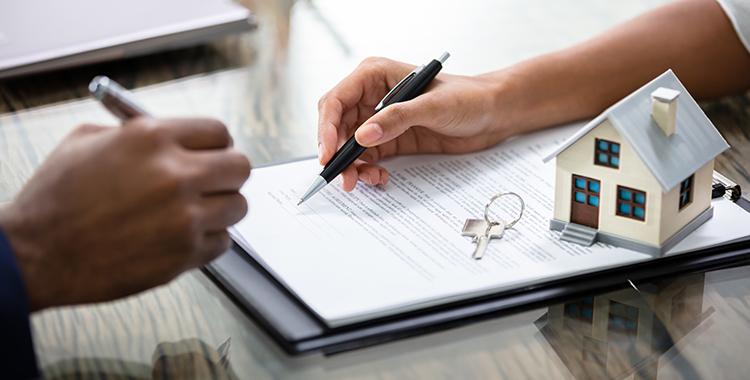 assinando contrato de compra de imóvel direto com a construtora