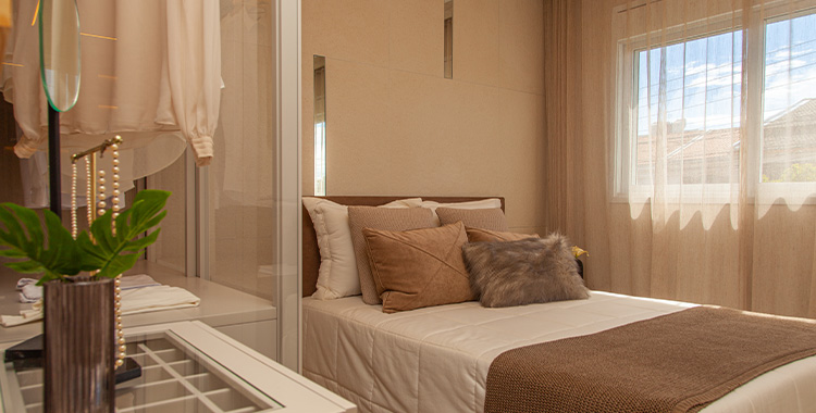 Foto de um quarto de solteiro decorado com cores neutras
