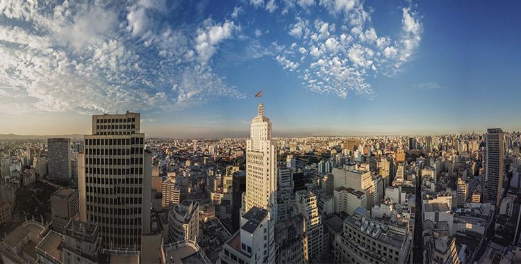 Uma fotografia da cidade de São Paulo.