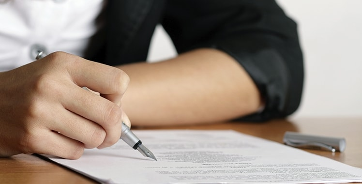 Uma imagem que ilustra a assinatura de um documento