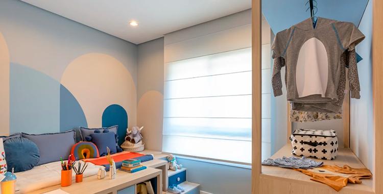 Uma fotografia que ilustra o interior de um quarto infantil.