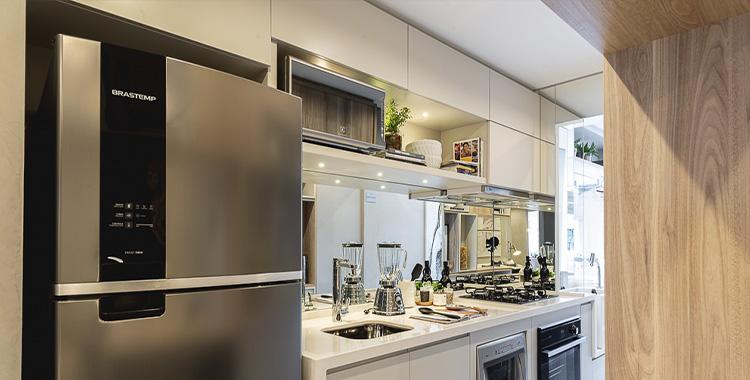 Uma fotografia que ilustra uma cozinha decorada.