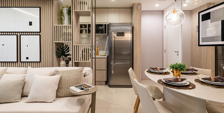 Cozinha integrada com sala e decoração com cores neutras