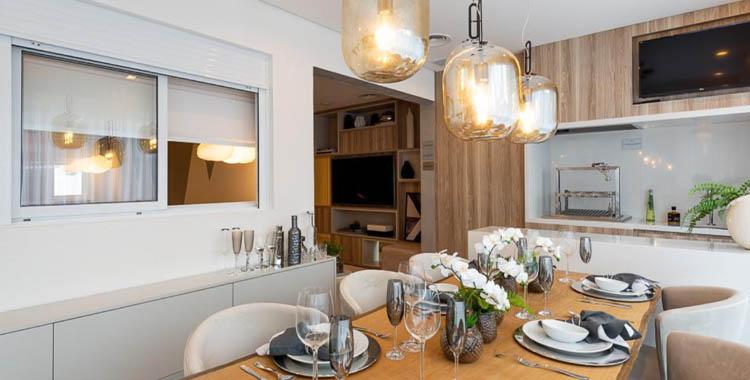 uma imagem que ilustra uma cozinha decorada de um empreendimento tegra