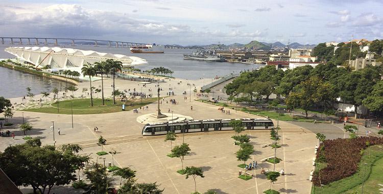 Uma fotografia que ilustra a praça Mauá no Rio de Janeiro