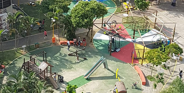 Uma fotografia que ilustra um parque infantil no bairo de Botafogo no Rio de Janeiro.