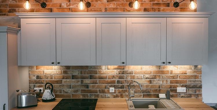 Iluminação estilo industrial na cozinha
