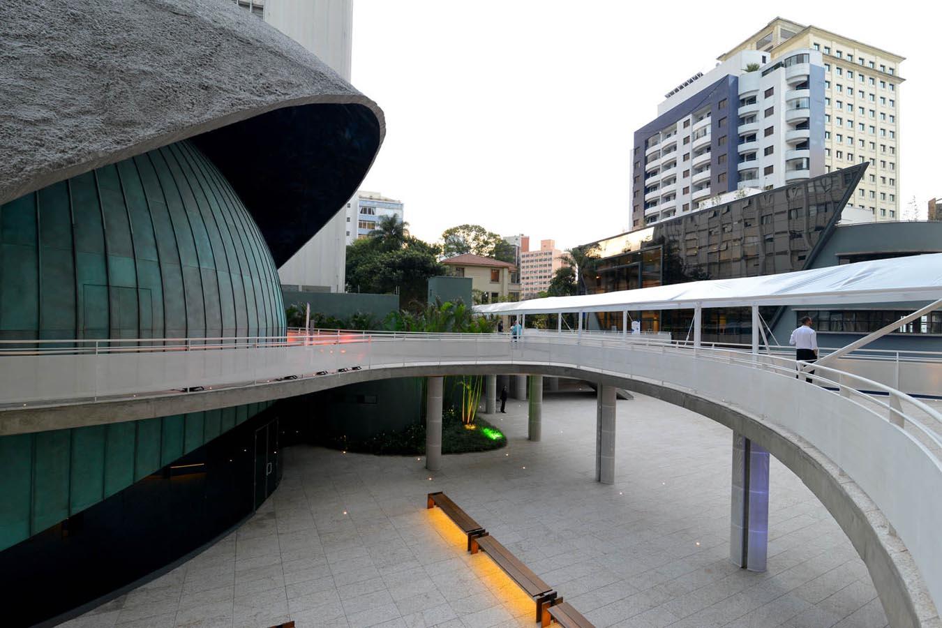Praça de Convivência e Teatro Digital