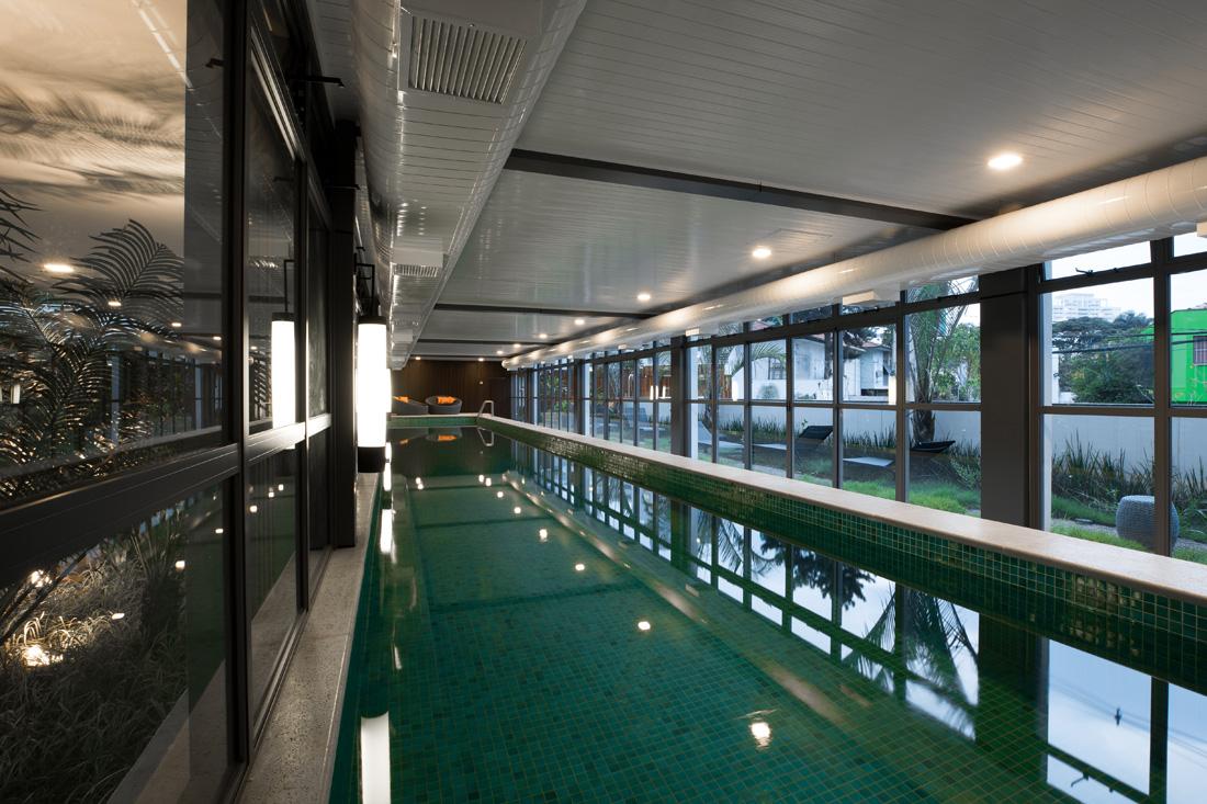 Foto da piscina coberta com raia de 25m