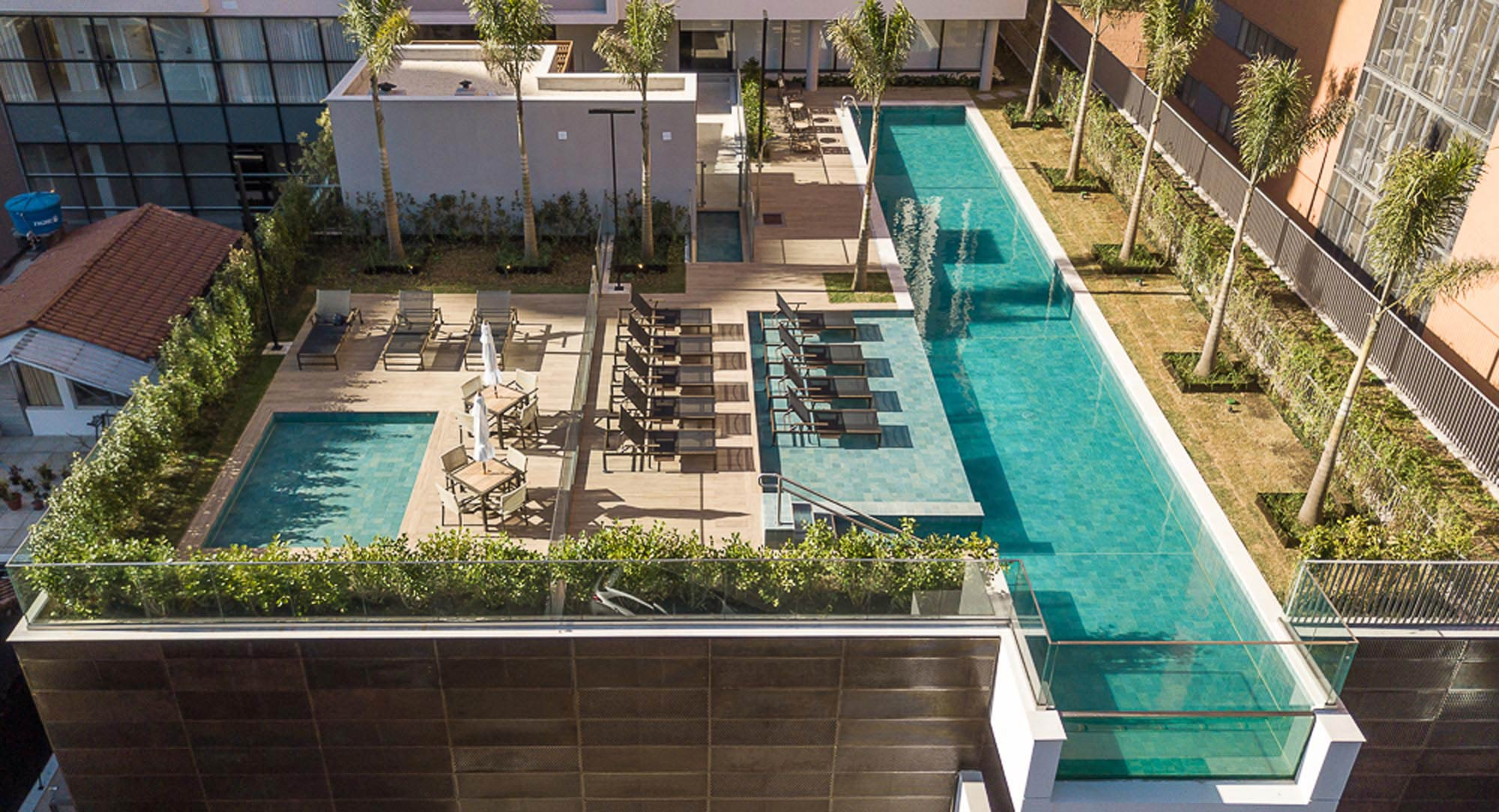 Foto das áreas das piscinas